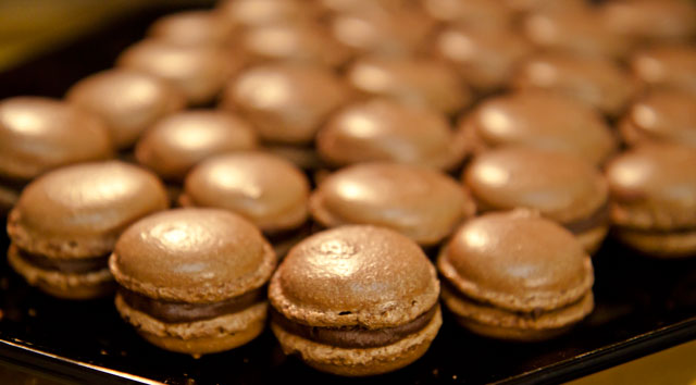 Luxemburgerli Macarons by Minh Cakes 5