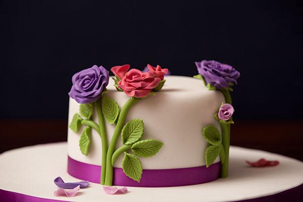 130204-Romantic-rose-cake-02