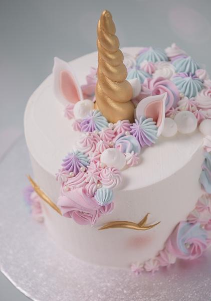 Unicorn Cake Kurs bei Minh Cakes (Buttercream Kurs mit Swiss Meringue Buttercream)