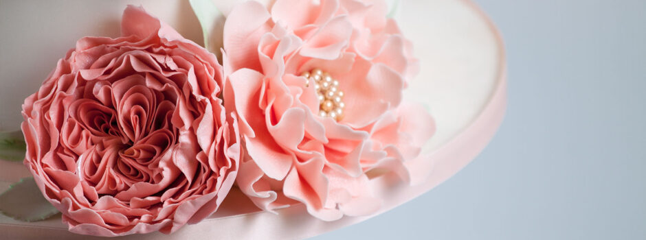 Slide Peony Garden Rose peach Wedding cake closeup