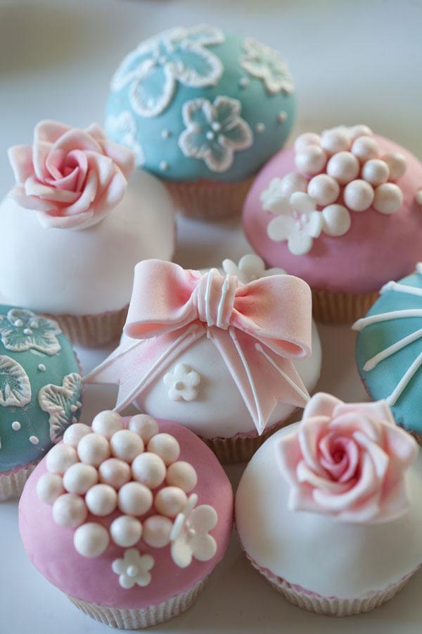 In diesem exklusiven Kurs verzieren Sie 12 wunderschöne Cupcakes im ...